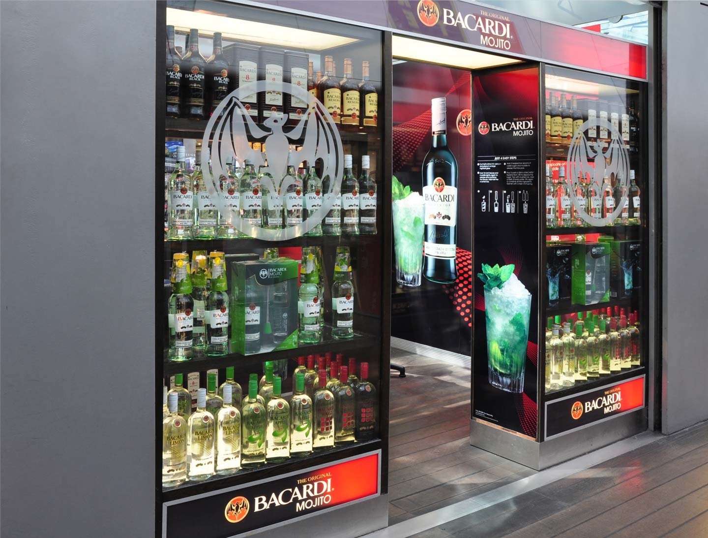 Innovative pop-up store, merchandising display Bacardi Mojito